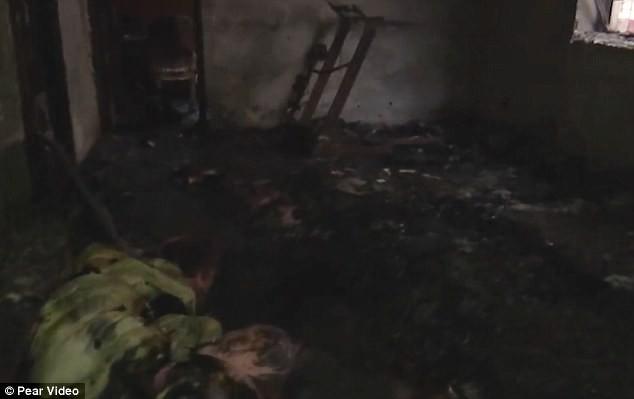 Bà quên tắt máy sưởi gây hỏa hoạn khiến cháu gái tử vong, cháu trai bỏng nặng - Ảnh 1.