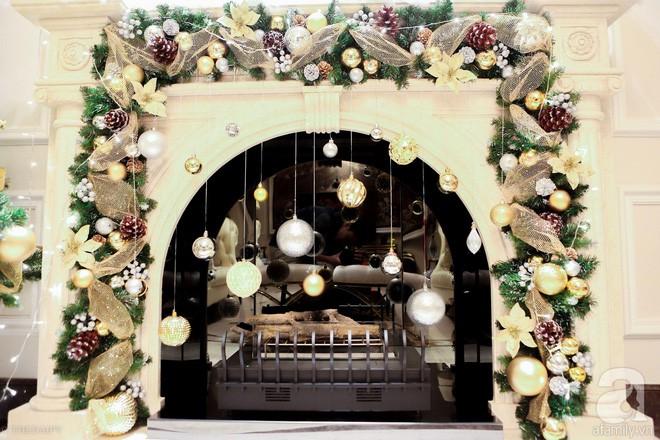 Ngắm ngôi biệt thự lung linh màu sắc Giáng sinh ở Long Biên, Hà Nội - Ảnh 12.