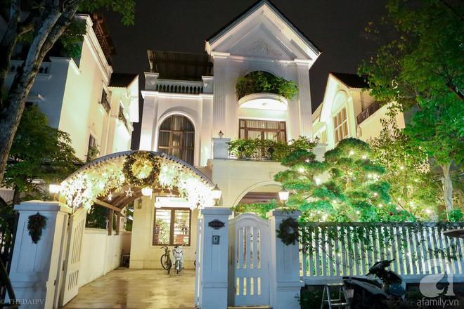 Ngắm ngôi biệt thự lung linh màu sắc Giáng sinh ở Long Biên, Hà Nội - Ảnh 1.