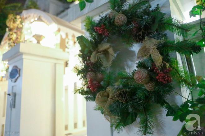 Ngắm ngôi biệt thự lung linh màu sắc Giáng sinh ở Long Biên, Hà Nội - Ảnh 3.