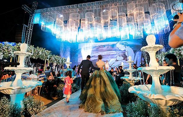 10 đám cưới Việt trong năm 2017 không phải của sao showbiz nhưng cực kỳ xa hoa khiến MXH nô nức chỉ dám nhìn không dám ước - Ảnh 11.