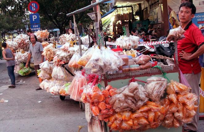 Điểm danh sơ qua các loại bánh tráng ở Sài Gòn là đã thấy cả một gia phả dài dằng dặc - Ảnh 2.