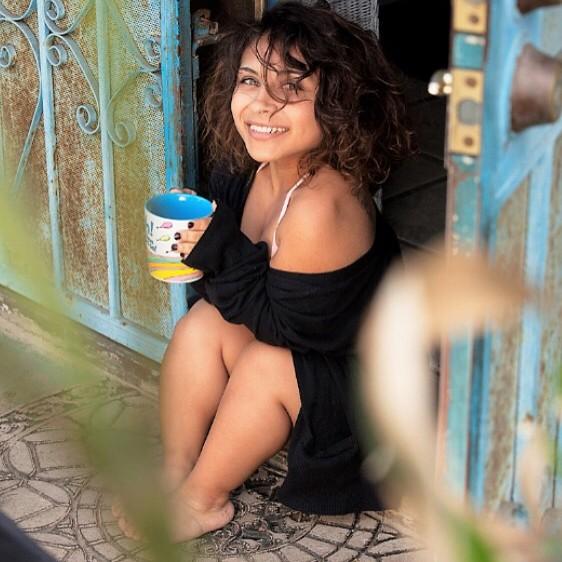 Chỉ cao mỗi 1 mét, cô gái vẫn tự tin trở thành người mẫu gợi cảm bao người mến mộ - Ảnh 9.