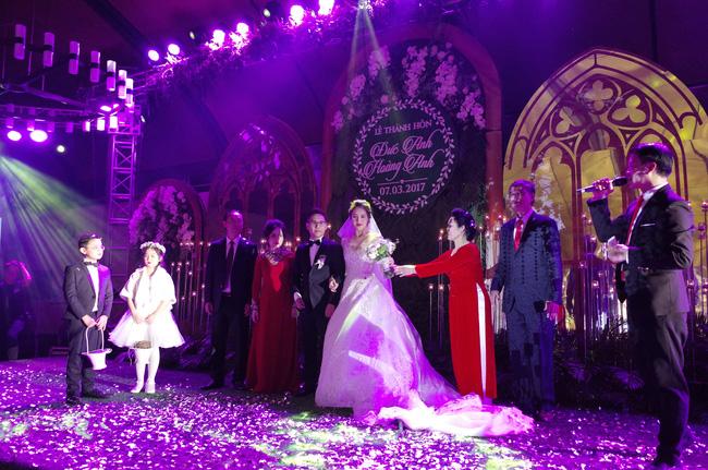 Những hình ảnh xa hoa trong tiệc cưới tiền tỉ của Á hậu Hoàng Anh - Ảnh 11.