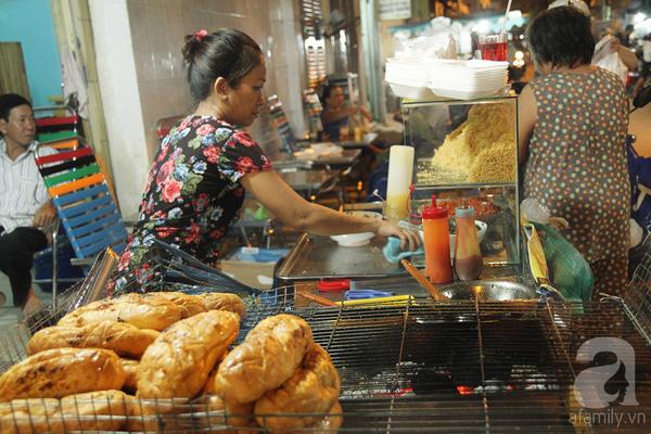 4 con hẻm ẩm thực cứ mỗi bước là có một món ăn ngon tại Sài Gòn - Ảnh 7.