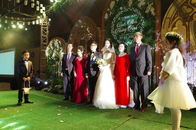 Những hình ảnh xa hoa trong tiệc cưới tiền tỉ của Á hậu Hoàng Anh - Ảnh 12.