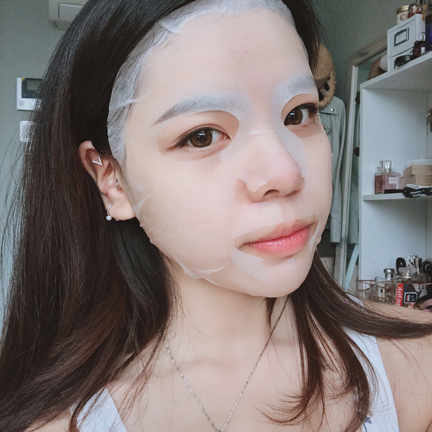 Loạt người đẹp Châu Á sử dụng mặt nạ giấy như 1 bước chăm sóc da hàng ngày - Ảnh 1.