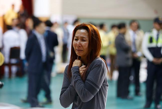Loạt hình ám ảnh trong thảm kịch chìm phà Sewol cướp đi sinh mạng của gần 300 học sinh ở Hàn Quốc 3 năm trước - Ảnh 14.