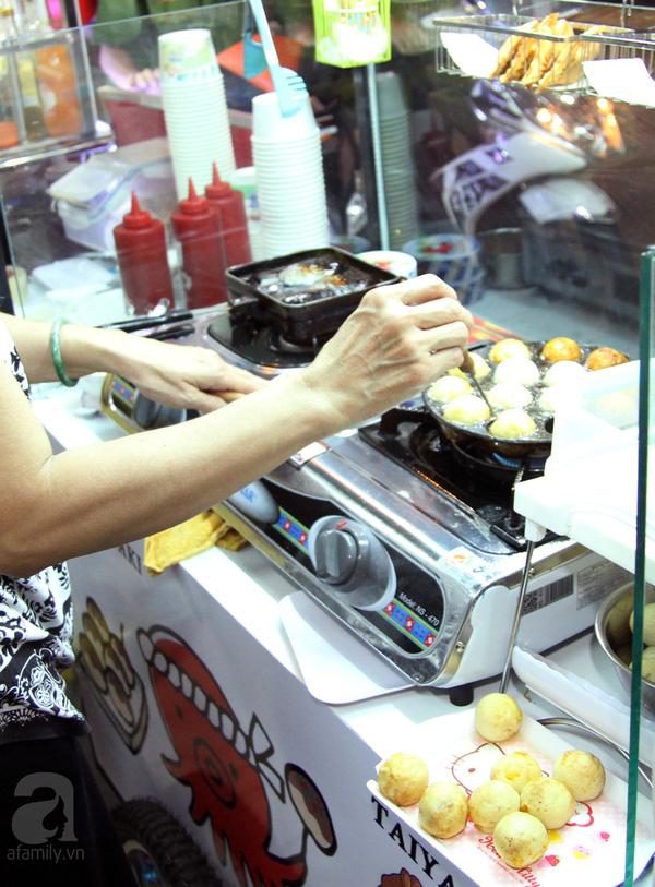 4 con hẻm ẩm thực cứ mỗi bước là có một món ăn ngon tại Sài Gòn - Ảnh 8.