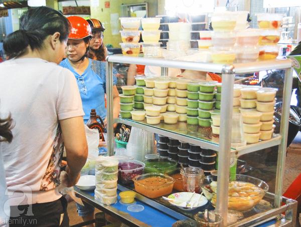 4 con hẻm ẩm thực cứ mỗi bước là có một món ăn ngon tại Sài Gòn - Ảnh 2.