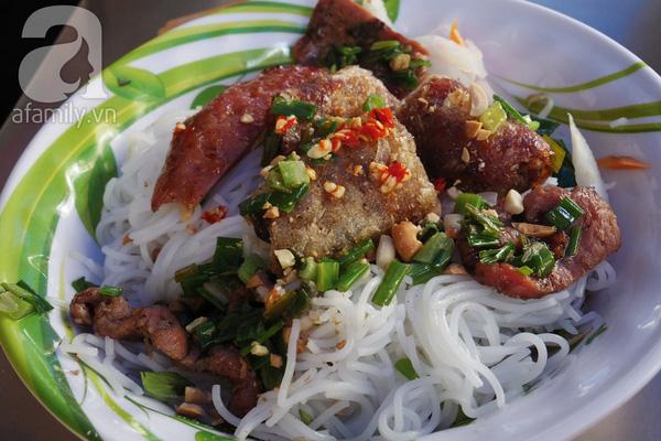 4 con hẻm ẩm thực cứ mỗi bước là có một món ăn ngon tại Sài Gòn - Ảnh 25.