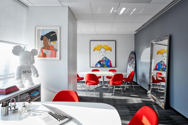Thứ Hai chẳng nặng nề với văn phòng làm việc đẹp như mơ của công ty mỹ phẩm lớn nhất thế giới - Ảnh 3.