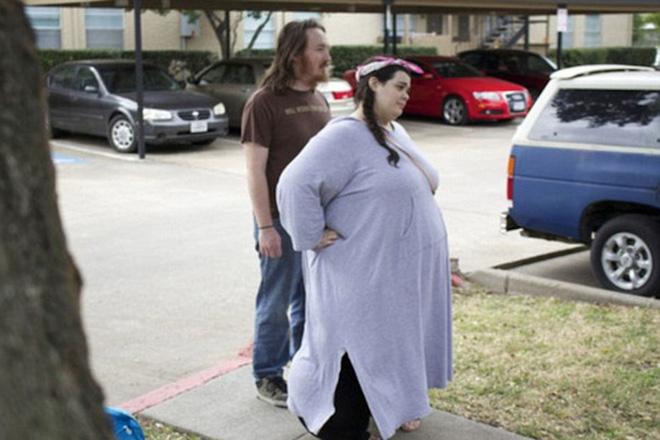 Cú lột xác ngoạn mục của cô gái xinh đẹp nặng gần 300kg, phải lên máy bay bằng xe đẩy hàng - Ảnh 3.