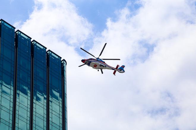 Cận cảnh trực thăng chở khách từ sân bay Tân Sơn Nhất về trung tâm Sài Gòn - Ảnh 3.