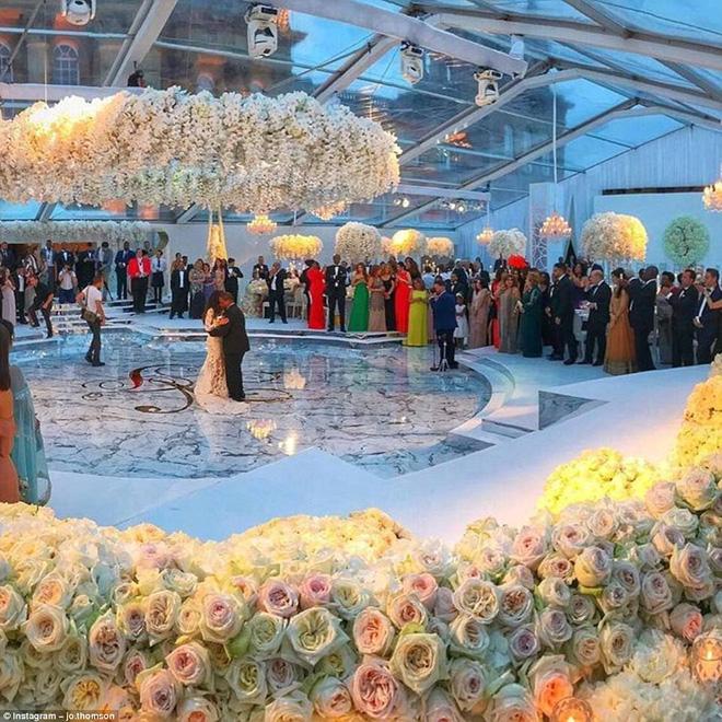 Đám cưới sang chảnh với 1 triệu bông hồng của con trai tỷ phú da màu giàu nhất thế giới - Ảnh 3.
