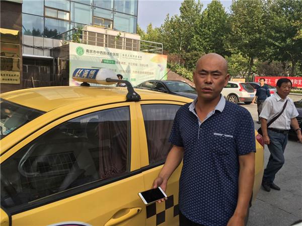 Thai phụ 7 tháng sinh non trên taxi, may nhờ tài xế 2 mẹ con đều an toàn - Ảnh 3.