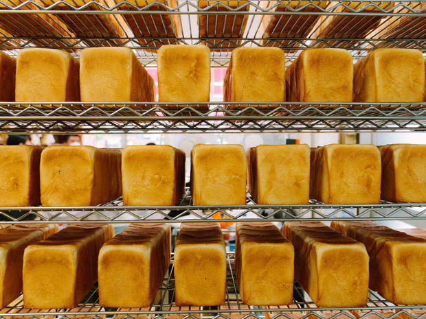 Có gì tại tiệm bánh mì Nhật Bản, hoạt động 74 năm và chỉ bán 2 loại bánh nhưng vẫn nườm nượp khách? - Ảnh 3.