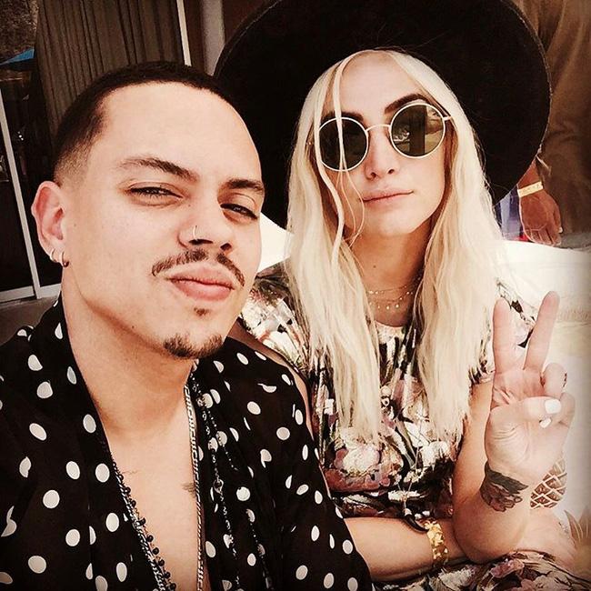 29 bức ảnh Instagram hot nhất của dàn trai đẹp gái xinh Hollywood tại Coachella 2017 - Ảnh 21.
