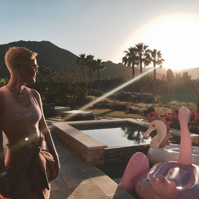 29 bức ảnh Instagram hot nhất của dàn trai đẹp gái xinh Hollywood tại Coachella 2017 - Ảnh 22.
