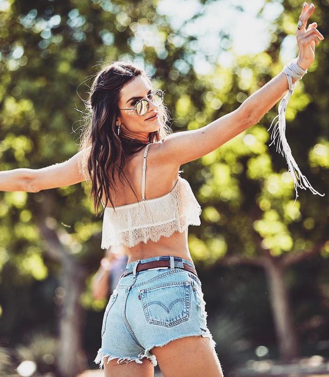 29 bức ảnh Instagram hot nhất của dàn trai đẹp gái xinh Hollywood tại Coachella 2017 - Ảnh 24.