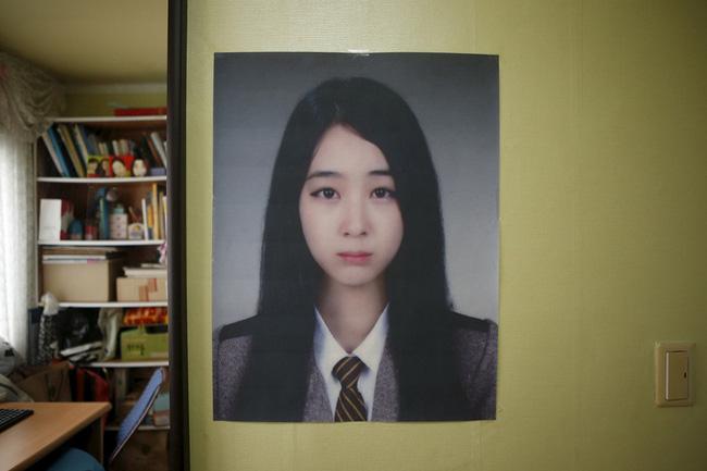 Loạt hình ám ảnh trong thảm kịch chìm phà Sewol cướp đi sinh mạng của gần 300 học sinh ở Hàn Quốc 3 năm trước - Ảnh 27.
