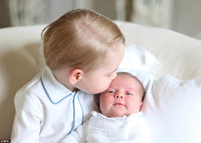 Công nương Kate được Hiệp Hội Nhiếp ảnh Hoàng Gia Anh khen ngợi vì những bức ảnh tuyệt đẹp - Ảnh 4.