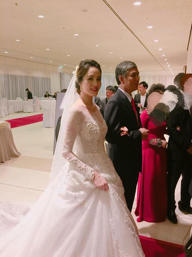 Những hình ảnh xa hoa trong tiệc cưới tiền tỉ của Á hậu Hoàng Anh - Ảnh 4.