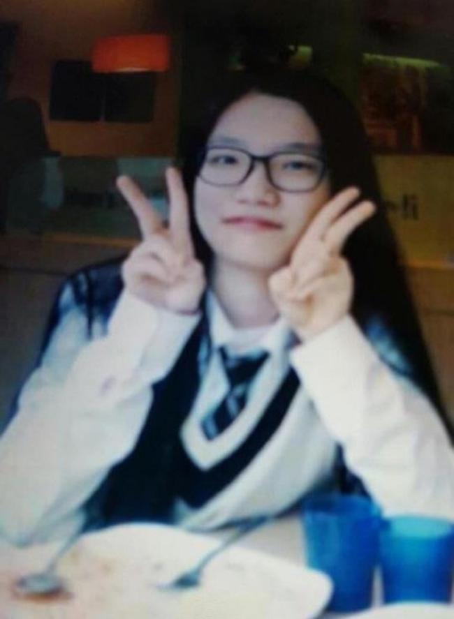 Tìm thấy thi thể nữ sinh 17 tuổi trong bi kịch chìm phà Sewol, số người mất tích giảm xuống 8 - Ảnh 4.