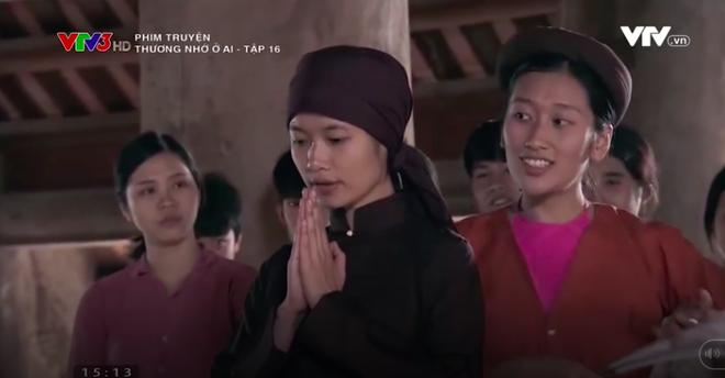 Nữ diễn viên Thương nhớ ở ai cởi áo, khoe trọn lưng trần trên truyền hình - Ảnh 4.