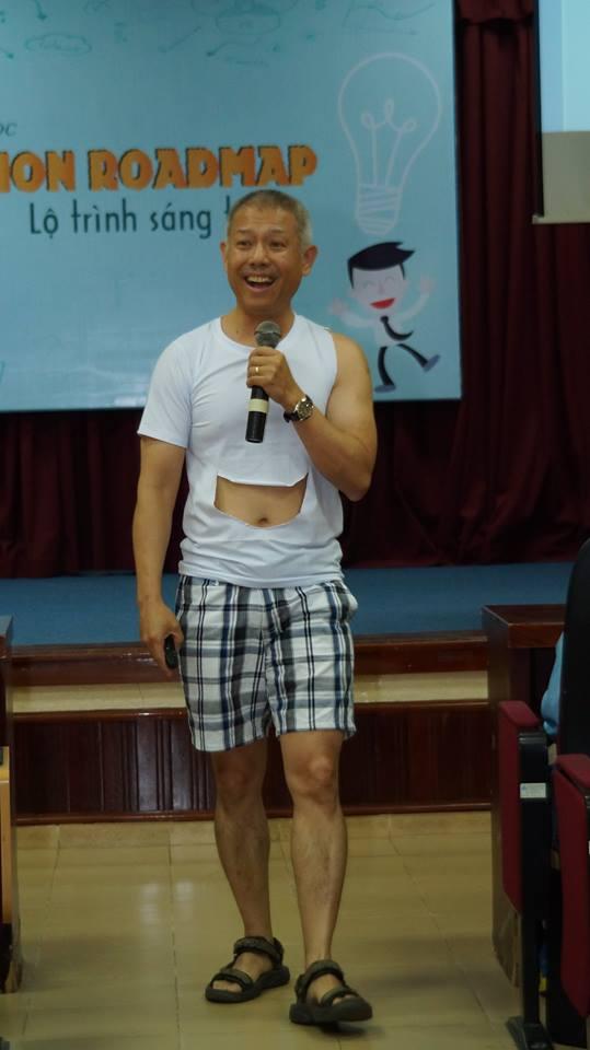 Phó HT ĐH Hoa Sen mặc quần đùi, áo thun trong giảng bài: Tôi mặc như vậy để dạy sinh viên tư duy sáng tạo! - Ảnh 5.