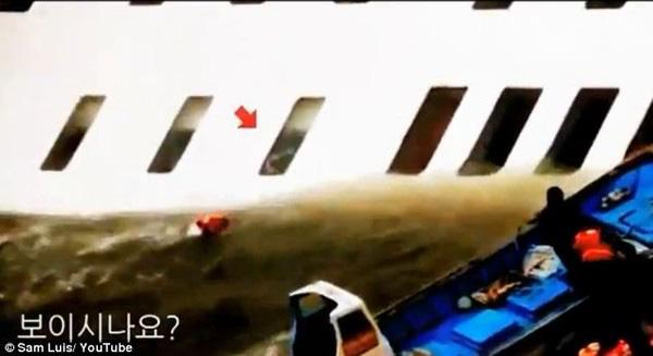 Loạt hình ám ảnh trong thảm kịch chìm phà Sewol cướp đi sinh mạng của gần 300 học sinh ở Hàn Quốc 3 năm trước - Ảnh 6.