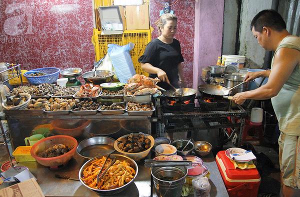 4 con hẻm ẩm thực cứ mỗi bước là có một món ăn ngon tại Sài Gòn - Ảnh 4.
