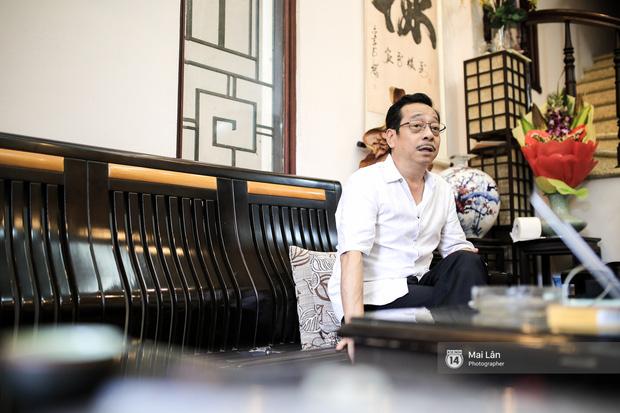 Lần đầu hé lộ ngôi nhà xinh xắn, rợp bóng cây xanh ngoài đời thật của ông trùm Phan Thị - NSND Hoàng Dũng - Ảnh 7.