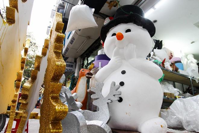 Thị trường đồ trang trí Noel: Xuất hiện nhiều món khủng với giá tiền triệu vẫn hút khách - Ảnh 15.