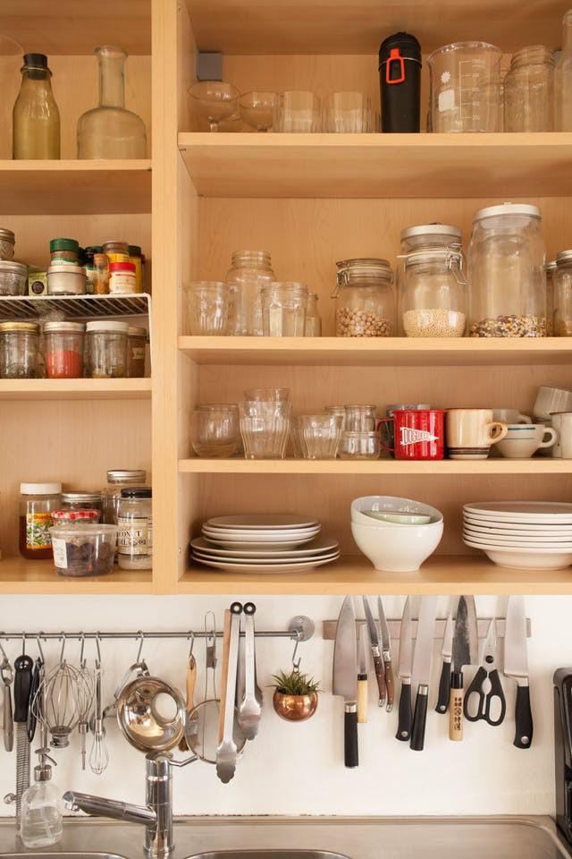 10 cách lưu trữ cực thông minh trong không gian nhà bếp nhỏ hẹp - Ảnh 6.
