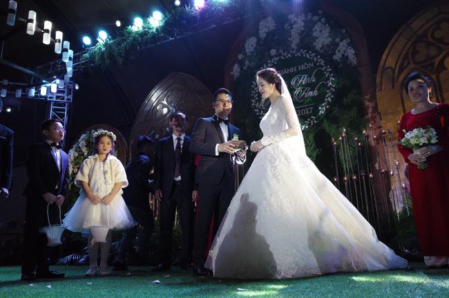 Những hình ảnh xa hoa trong tiệc cưới tiền tỉ của Á hậu Hoàng Anh - Ảnh 8.