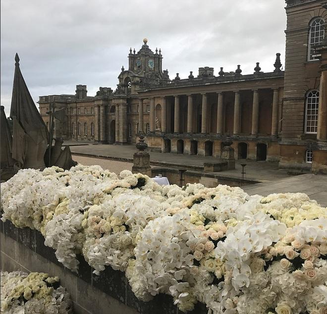 Đám cưới sang chảnh với 1 triệu bông hồng của con trai tỷ phú da màu giàu nhất thế giới - Ảnh 8.