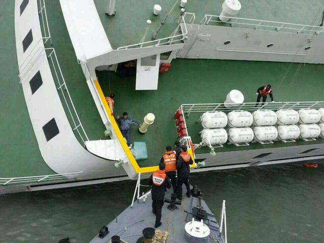 Loạt hình ám ảnh trong thảm kịch chìm phà Sewol cướp đi sinh mạng của gần 300 học sinh ở Hàn Quốc 3 năm trước - Ảnh 9.