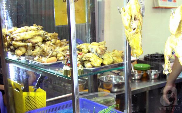 4 con hẻm ẩm thực cứ mỗi bước là có một món ăn ngon tại Sài Gòn - Ảnh 5.
