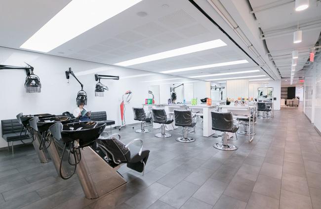Thứ Hai chẳng nặng nề với văn phòng làm việc đẹp như mơ của công ty mỹ phẩm lớn nhất thế giới - Ảnh 9.