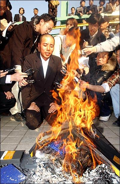 Lee Seung Yeon: Sự nông nổi thời trẻ biến Á hậu đáng tự hào thành kẻ tội đồ bị cả dân tộc Hàn quay lưng - Ảnh 10.