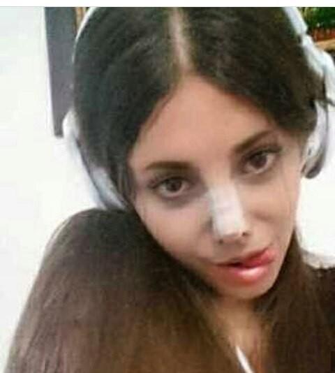 Trước khi phẫu thuật thẩm mỹ 50 lần, cô gái có gương mặt giống Angelina Jolie đã từng xinh đẹp như thế này - Ảnh 9.