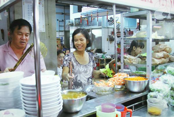 4 con hẻm ẩm thực cứ mỗi bước là có một món ăn ngon tại Sài Gòn - Ảnh 6.
