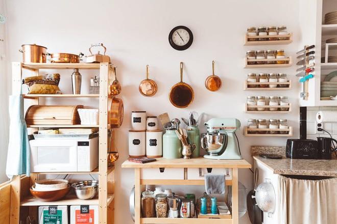 10 cách lưu trữ cực thông minh trong không gian nhà bếp nhỏ hẹp - Ảnh 9.