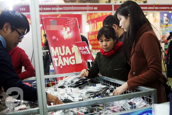 Hà Nội: Thời trang xả hàng Tết đến 70%, nhiều người bỏ về vì xếp hàng thanh toán quá lâu - Ảnh 15.