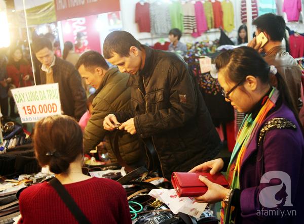 Hà Nội: Thời trang xả hàng Tết đến 70%, nhiều người bỏ về vì xếp hàng thanh toán quá lâu - Ảnh 14.
