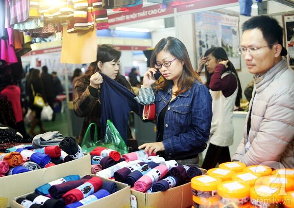 Hà Nội: Thời trang xả hàng Tết đến 70%, nhiều người bỏ về vì xếp hàng thanh toán quá lâu - Ảnh 13.
