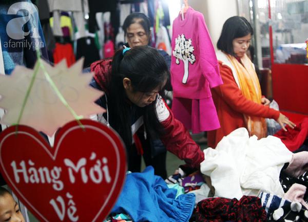 Hà Nội: Thời trang xả hàng Tết đến 70%, nhiều người bỏ về vì xếp hàng thanh toán quá lâu - Ảnh 12.