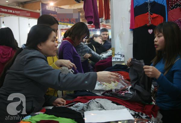 Hà Nội: Thời trang xả hàng Tết đến 70%, nhiều người bỏ về vì xếp hàng thanh toán quá lâu - Ảnh 11.