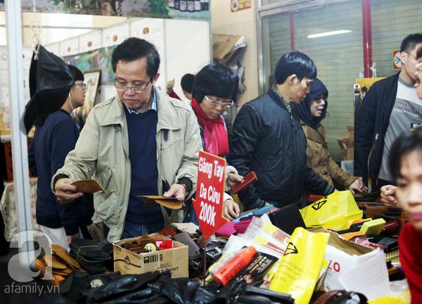 Hà Nội: Thời trang xả hàng Tết đến 70%, nhiều người bỏ về vì xếp hàng thanh toán quá lâu - Ảnh 10.